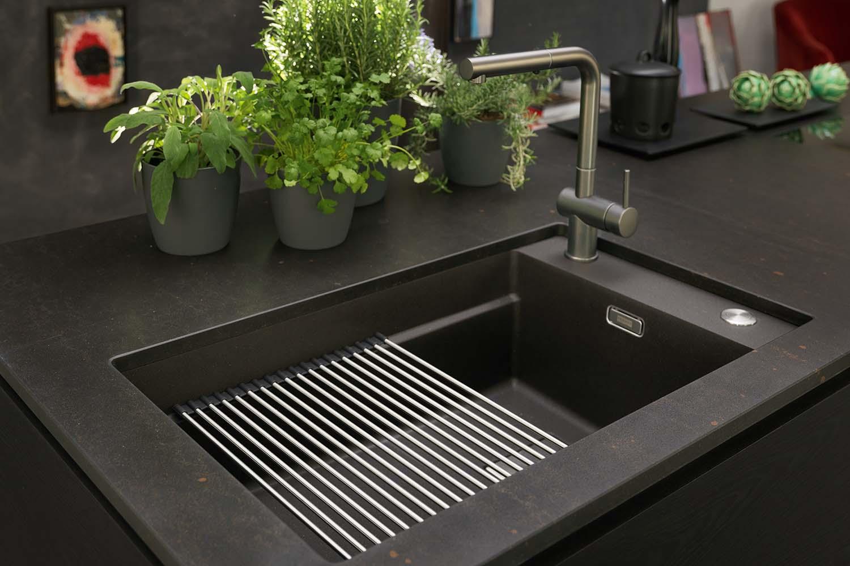 Evier Le Plus Resistant un évier noir élégant plus dur que le métal | life @ franke